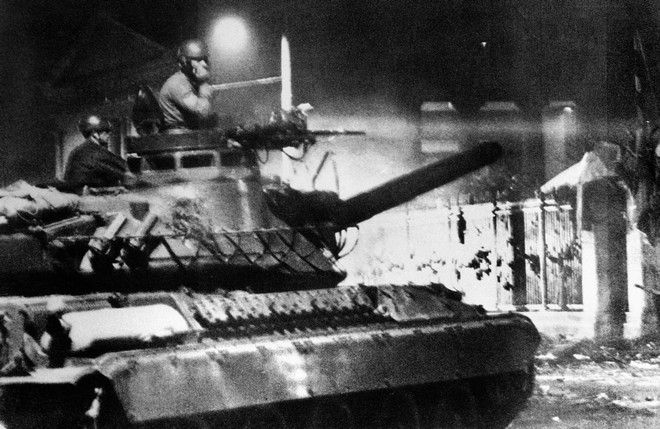 Πρωί 17ης Νοεμβρίου: Το τανκ λίγο πριν την εισβολή στο Πολυτεχνείο