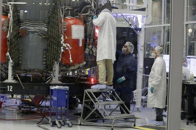Το διαστημικό σκάφος Crew Dragon που θα μεταφέρει αστροναύτες από και προς τον Διεθνή Διαστημικό Σταθμό