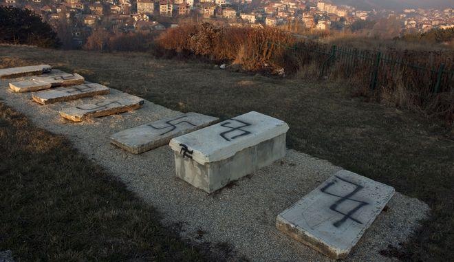 Βεβήλωση τάφων σε νεκροταφείο του Κοσόβου (Φωτό αρχείου)