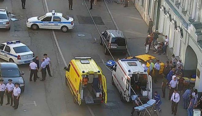Ταξί έπεσε σε πεζούς στην Μόσχα