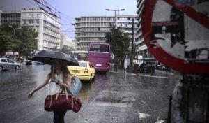 Απότομη αλλαγή του καιρού: Βροχές και καταιγίδες από το πρωί της Δευτέρας