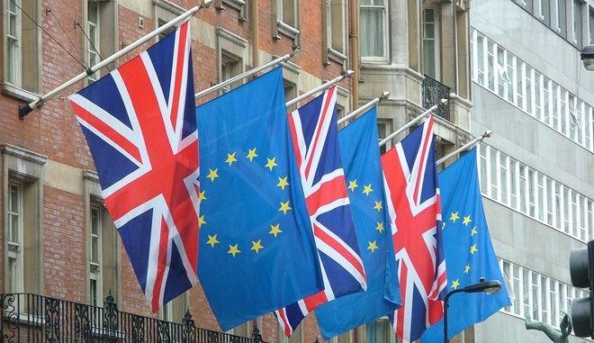Βρετανία: Δημοψήφισμα για την ΕΕ το 2016, ζητάει το φαβορί για την ηγεσία των Εργατικών