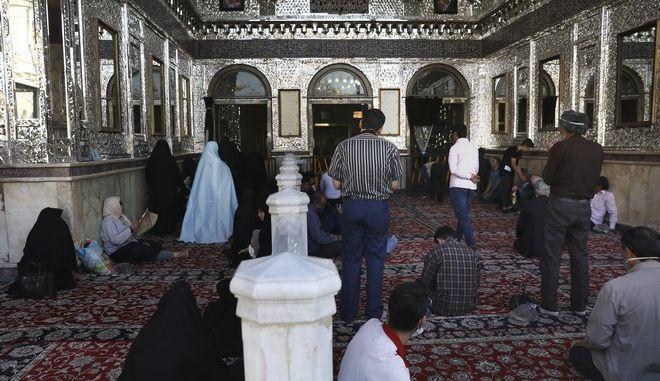 Μουσουλμάνοι που προσεύχονται