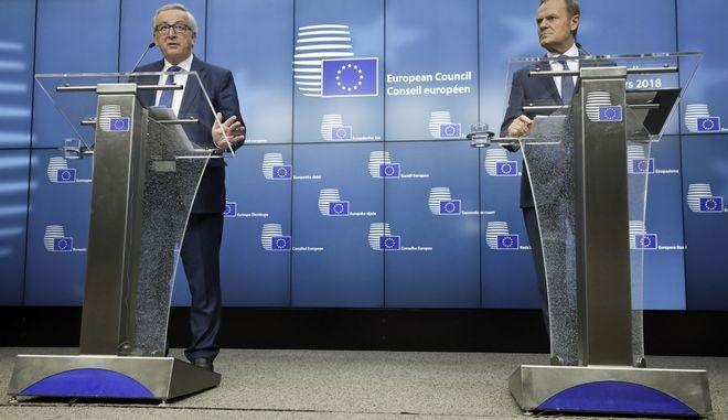 Ο πρόεδρος του Ευρωπαϊκού Συμβουλίου Ντόναλντ Τουσκ και ο πρόεδρος της Κομισιόν Ζαν Κλοντ Γιούνκερ(Olivier Matthys)
