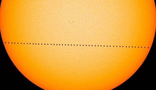 Ο Ερμής περνά μπροστά από τον Ήλιο - Ορατό κι από την Ελλάδα το φαινόμενο
