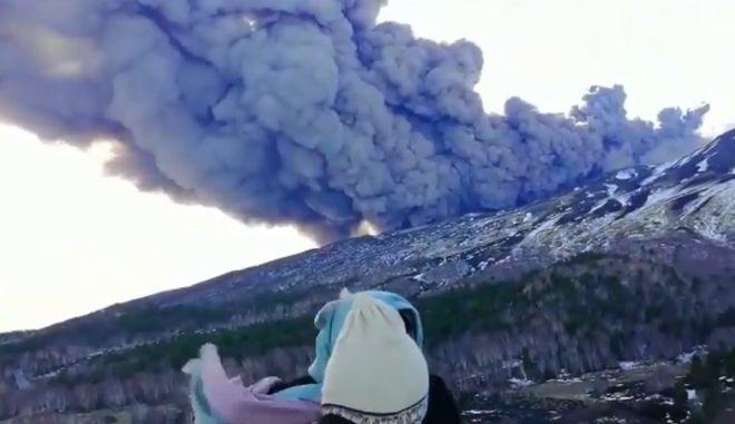 Βίντεο - ντοκουμέντο: Η στιγμή της έκρηξης της Αίτνα, όπως την κατέγραψαν τουρίστες