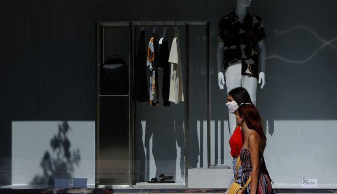 Γυναίκα με μάσκα στην Κύπρο