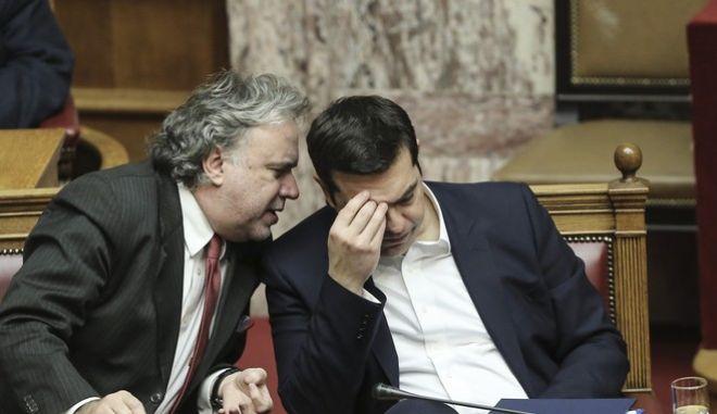 Οι βουλευτές του ΣΥΡΙΖΑ κάνουν 'φύλλο και φτερό' το ασφαλιστικό