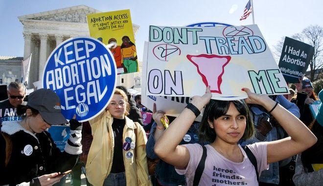 Συνθήματα υπέρ των αμβλώσεων στις ΗΠΑ