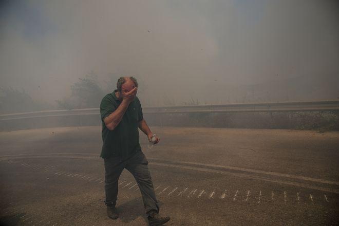 Στιγμιότυπο από την πυρκαγιά στην Εύβοια,στην περιοχή Αυλωνάρι Αλιβερίου, Παρασκευή 5 Ιουλίου 2019