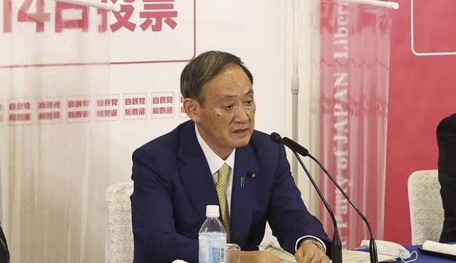 Ο Γιοσιχίντε Σούγκα