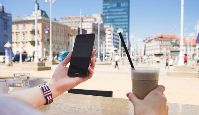 Καλή κάμερα και μπαταρία τα βασικά χαρακτηριστικά που ψάχνουμε σε ένα smartphone