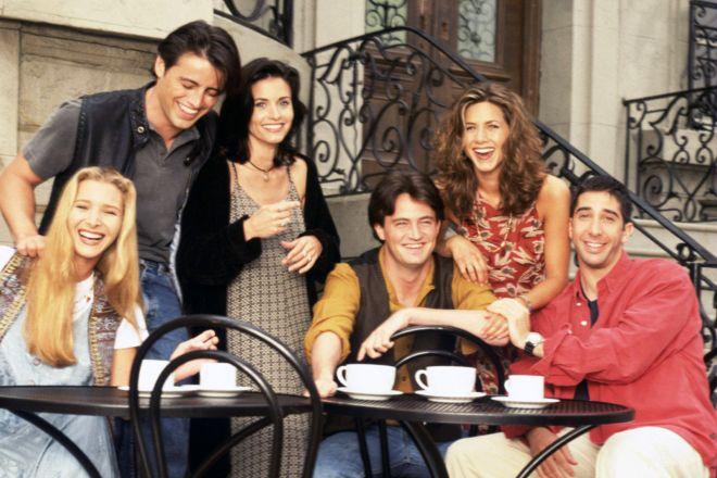 FRIENDS, Lisa Kudrow, Matt LeBlanc, Courteney Cox, Matthew Perry, Jennifer Aniston, David Schwimmer, (Season 1), 1994-2004, (c)Warner Bros. Television/courtesy Everett Collection - FILM STILL