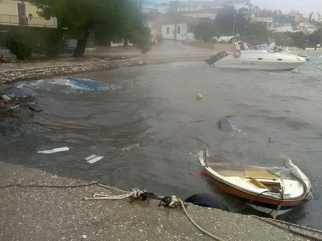 Εκτεταμενες ζημιες σε πολλες περιοχες των νησιων του Ιονιου Πελαγους αφησε στο περασμα του ο κυκλωνας #ΙΑΝΟΣ# καθως και σε παραπλησιους Νομους--Στο στιγμιοτυπο απο τον Αστακο Αιτωλοακαρναναις EUROKINISSI/ΣΥΝΕΡΓΑΤΗΣ