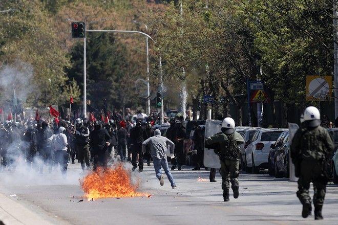 Πέτρες και μολότοφ μετά τη φοιτητική πορεία στη Θεσσαλονίκη