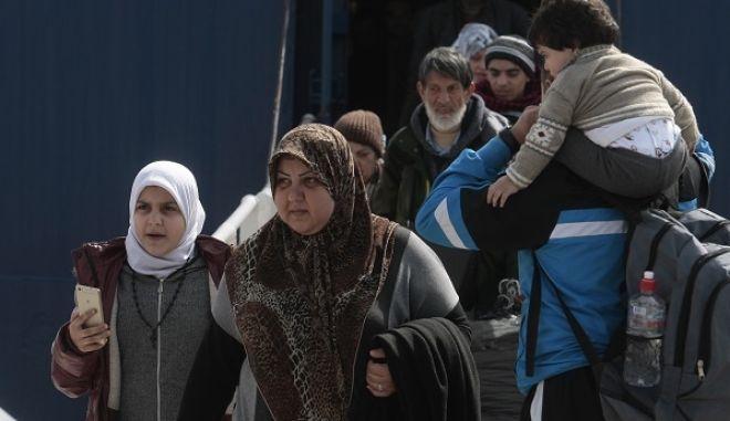 Άφιξη προσφύγων στο λιμάνι του Πειραιά, την Τρίτη 1 Μαρτίου 2016. (EUROKINISSI/ΣΤΕΛΙΟΣ ΣΤΕΦΑΝΟΥ)