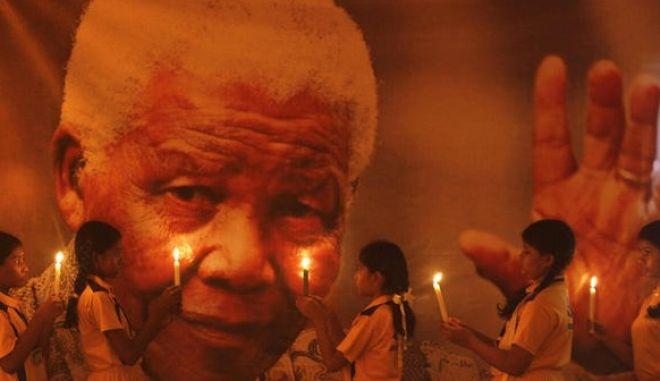 Σε λαϊκό προσκύνημα από την Τετάρτη η σορός του Μαντέλα