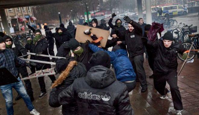Τραυματίες σε επίθεση ακροδεξιών εναντίον αντιρατσιστικής διαδήλωσης