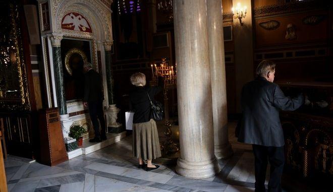 Ανοιχτές οι εκκλησίες για τους προσκυνητές μετά την άρση των περιοριστικών μέτρων που είχαν επιβληθεί λόγω της πανδημίας του κορονοϊού