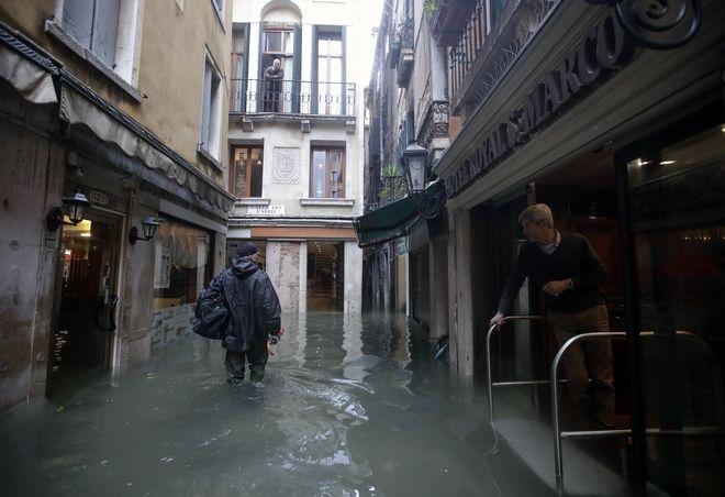 "venice8 - Βενετία: Εικόνες αποκάλυψης - ""Θάλασσα"" έγινε η πλατεία του Αγίου Μάρκου"