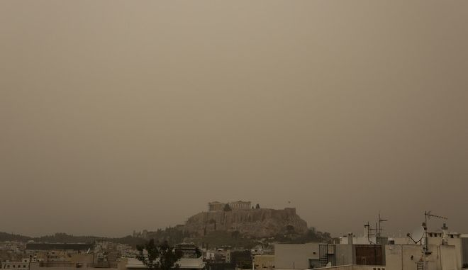 View of the Parthenon of Acropolis clouded by a thick layer of dust that has been carried from Africa by the southern winds, in Athens, on March 23, 2016 /       ,  ,  23 , 2016