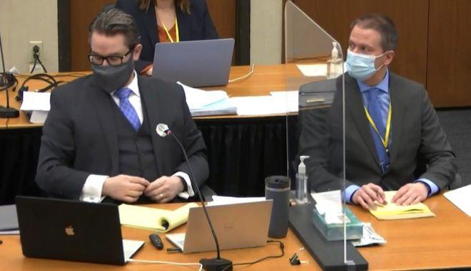 Ο Ντέρεκ Σόβιν μαζί με τον δικηγόρο του, Έρικ Νέλσον