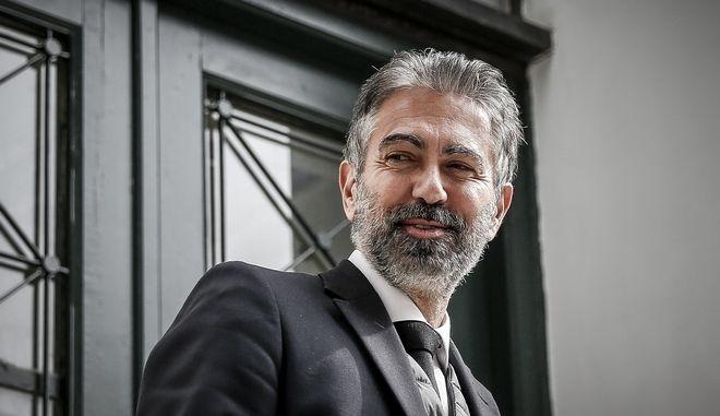 Στα δικαστήρια της Ευελπίδων ο πρώην αντιπρόεδρος της Novartis Κωνσταντίνος Φρουζής όπου συζητήθηκε η επικύρωση ή μη της εισαγγελικής εντολής για την απαγόρευση εξόδου του από τη χώρα, την Τρίτη 13 Φεβρουαρίου 2018. Το περιοριστικό μέτρο του επιβλήθηκε μετά την ποινική δίωξη που του ασκήθηκε καθώς κατηγορείται για δωροδοκία. (EUROKINISSI/ΣΤΕΛΙΟΣ ΜΙΣΙΝΑΣ)