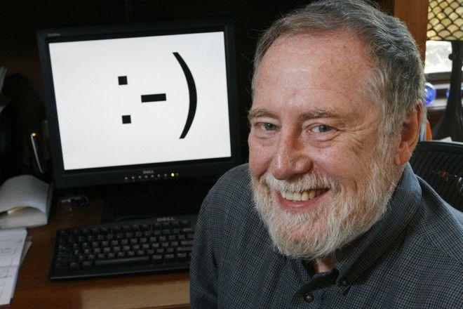 O Scott E. Fahlman, στο γραφείο του, στις 17/9 του 2007.