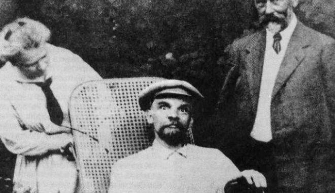 Μηχανή του Χρόνου: Ο Λένιν σε αναπηρικό καροτσάκι. Η επίσημη εκδοχή του θανάτου του