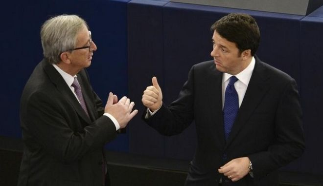 Il premier Matteo Renzie il presidente della Commissione Europea Jean-Claude Juncker all'Europarlamento di Strasburgo il 25 novembre 2014.   REUTERS/Patrick Seeger/Pool