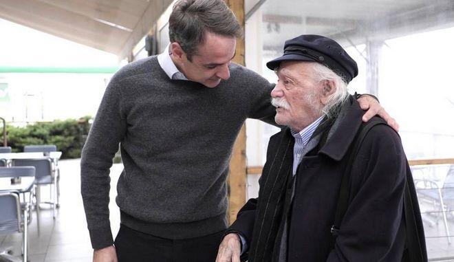 Ο Κυριάκος Μητσοτάκης συνάντησε τον Μανώλη Γλέζο στη Λαμία