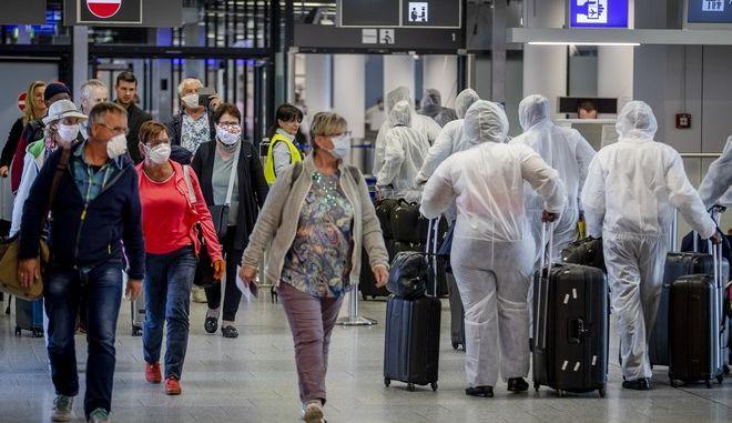 Επιβάτες στο αεροδρόμιο της Φρανκφούρτης