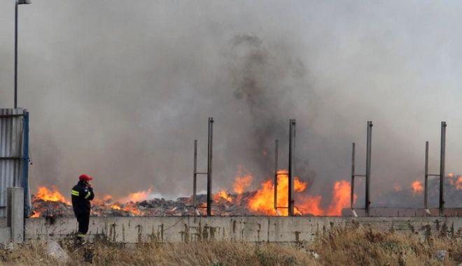 Υπό έλεγχο η πυρκαγιά σε εργοστάσιο ανακύκλωσης στην Κρήτη