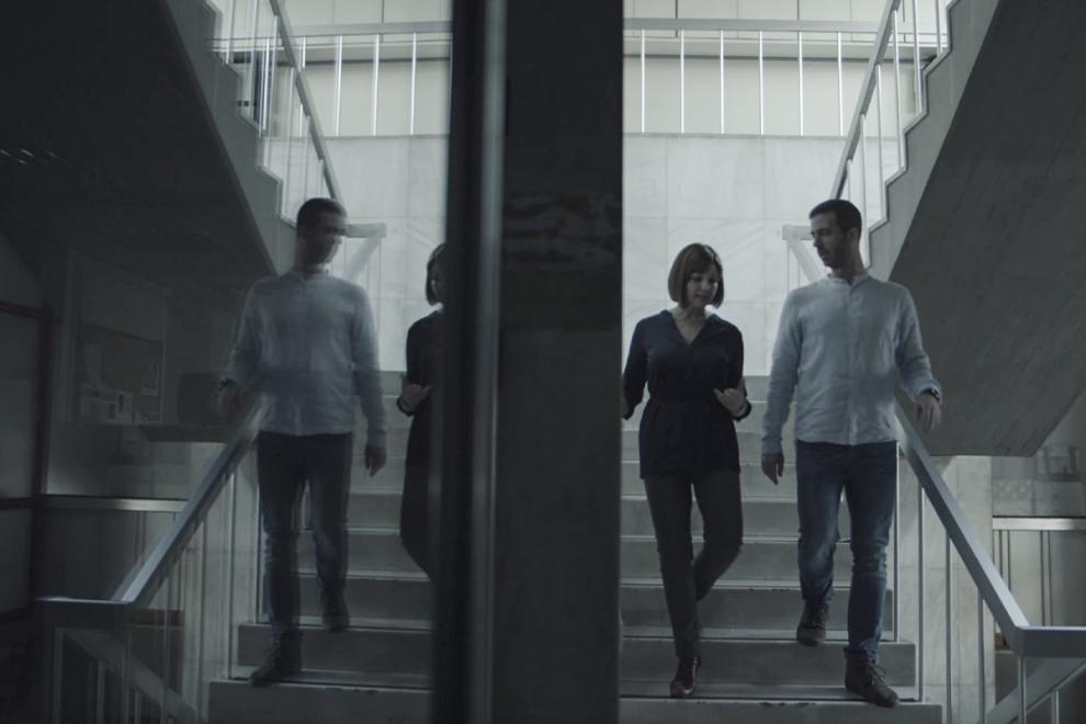 """Παρουσιαστές της σειράς ντοκιμαντέρ""""Γιατί 21"""" είναι οιδημοσιογράφοιΜαριλένα Κατσίμη και Πιέρρος Τζανετάκος."""