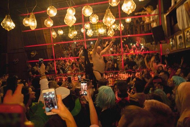 Rock n Roll, η επιστροφή: Με ροκ κοκτέιλ που ρολάρουν στην οδό Λουκιανού