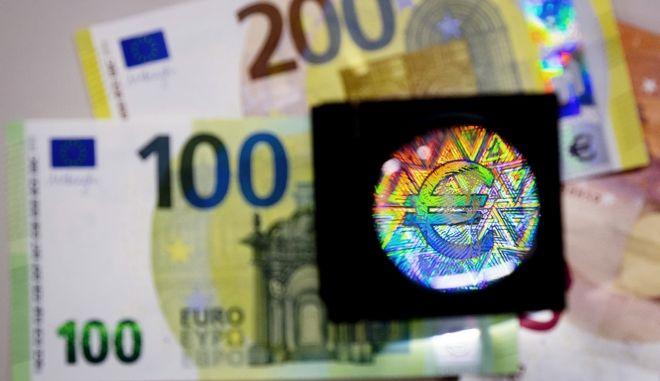 Τα νέα χαρτονομίσματα των 100 και 200 ευρώ