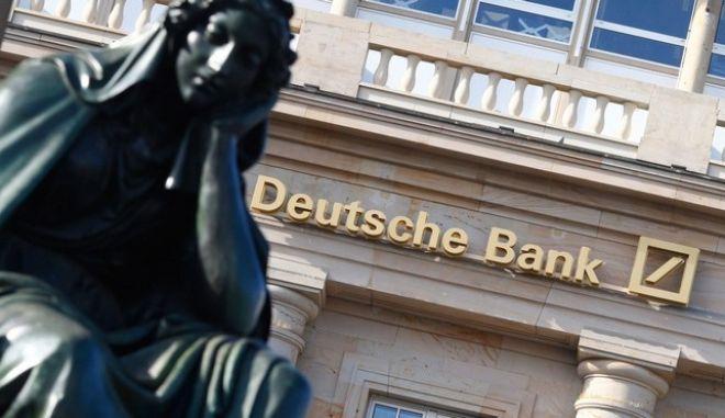 Ανακάμπτει η μετοχή της Deutsche Bank μετά τη μείωση του προστίμου