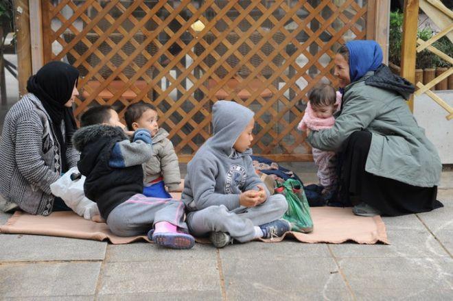ΑΘΗΝΑ-Πρόσφυγες και μετανάστες  στην πλατεία Βικτωρίας.(EUROKINISSI)
