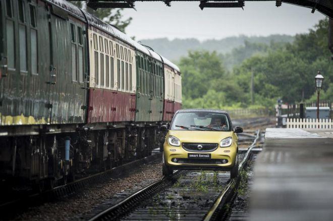 Το Smart ForFour τρέχει στις ράγες τρένου (βίντεο)