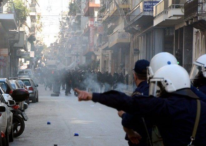 Σοβαρά επεισόδια και κοσμοσυρροή στις πορείες για τον Αλέξανδρο Γρηγορόπουλο