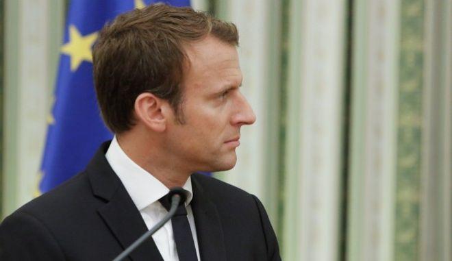 Στιγμιότυπο από την υποδοχή του Γάλλου Προέδρου Εμμανουέλ Μακρόν από τον ΠτΔ Προκόπη Παυλόπουλο. Πέμπτη 7 Σεπτεμβρίου 2017 (EUROKINISSI//ΓΙΩΡΓΟΣ ΚΟΝΤΑΡΙΝΗΣ)