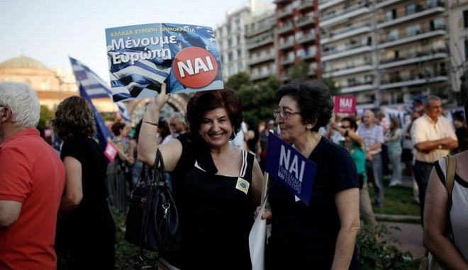 "Demonstration ""We remain Europe"" in favor of the YES in the upcoming referendum on Agia Sofia Square, in Thessaloniki, Greece on July 2, 2015. /  "" ""      ,    , ,   2  2015."