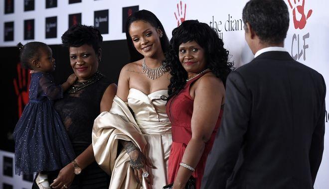 Η τραγουδίστρια μαζί με την οικογένειά της.