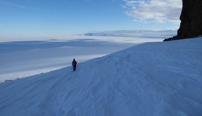Ιωάννης Μπαζιώτης: Ο Έλληνας επίλεκτος της NASA - Αναζητά στην Ανταρκτική τα μυστικά του ηλιακού συστήματος