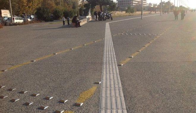 """""""Αποστολή αυτοκτονίας"""" στη Θεσσαλονίκη: Η διαδρομή τυφλών περνάει μέσα από τον ποδηλατόδρομο"""