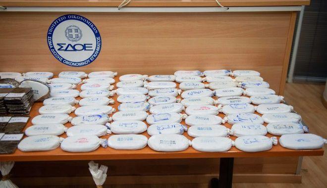 Παρουσίαση από την Ελληνική Αστυνομία και το ΣΔΟΕ του εντοπισμού ναρκωτικών