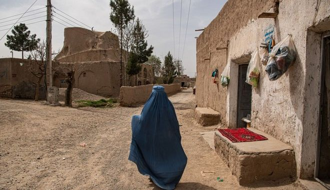 Γυναίκα στο Αφγανιστάν.