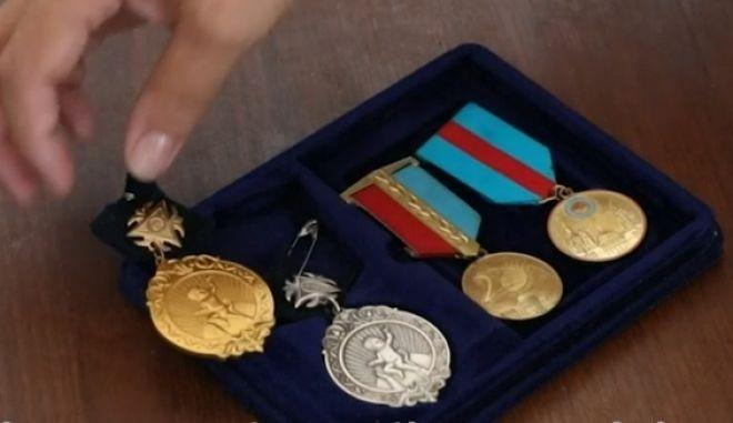 Τα μετάλλια που δίνονται στις μητέρες με πολλά παιδιά στο Καζακστάν