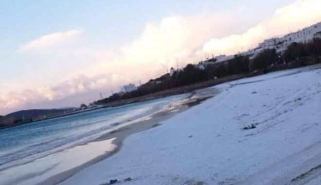 Κακοκαιρία: Χιόνι μέχρι και στο Κουφονήσι - Η τιρκουάζ παραλία έγινε λευκή