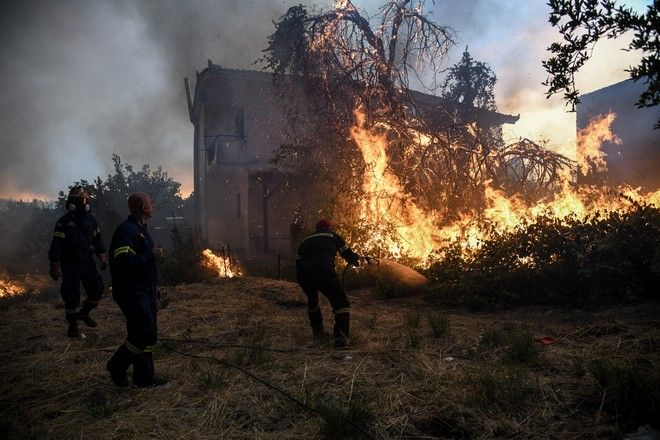 Εκκένωση του χωριού Κοντοδεσπότι, στην Εύβοια.